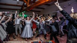 Partie Live Dansante avec Chanteuse - Ouverture de Bal Personnalisée